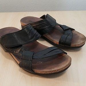 Munro 8W  black brown womens sandals